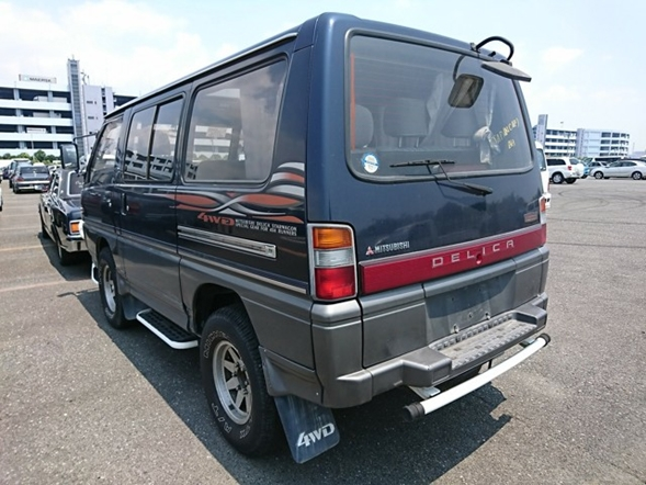 Turbo diesel engine 4wd 8 passenger import from Japan best quality lowest price