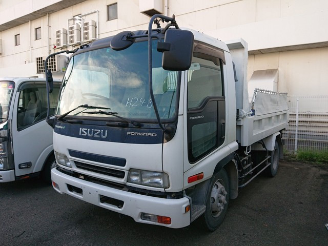 Heavy duty dump trucks win from Japanese dealer auctions great condition low price dependable