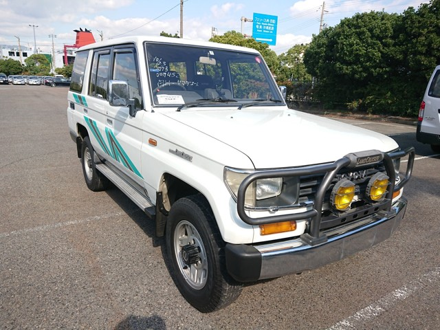 5 speed MT AC Diesel 4WD Reliable JDM SUV in great condition American import rule
