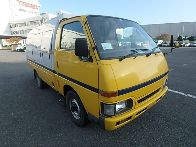 Low mileage good condition 5 speed manual work truck unique diesel 25 year rule USA buy sell import export today directly from japan jdm Japanese auctions import export to port nearest you