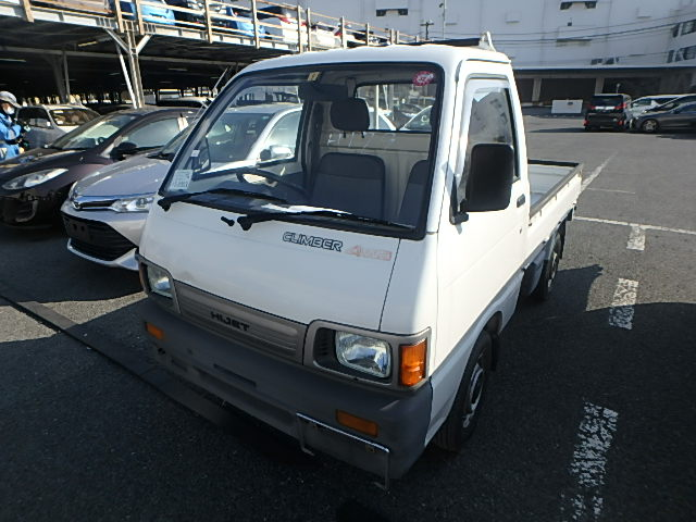Low KMS mileage clean no corrosion 4wd kei mini truck Perfect little work truck Cheap Import Export 25 year rule USA JDM Import yours today from used cars vehicle auctions Japan Straight to your door